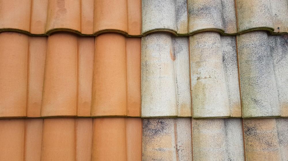 半分色褪せた屋根